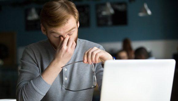 كيف تحمى عينيك وانت امام الحاسوب